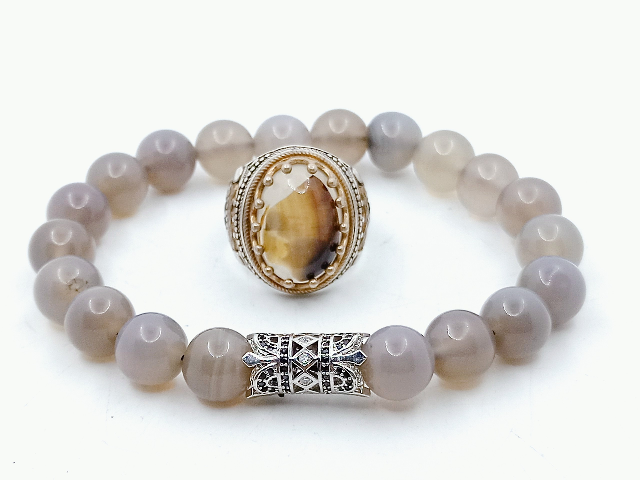 Ring with a stone agate and a bracelet of gray agate