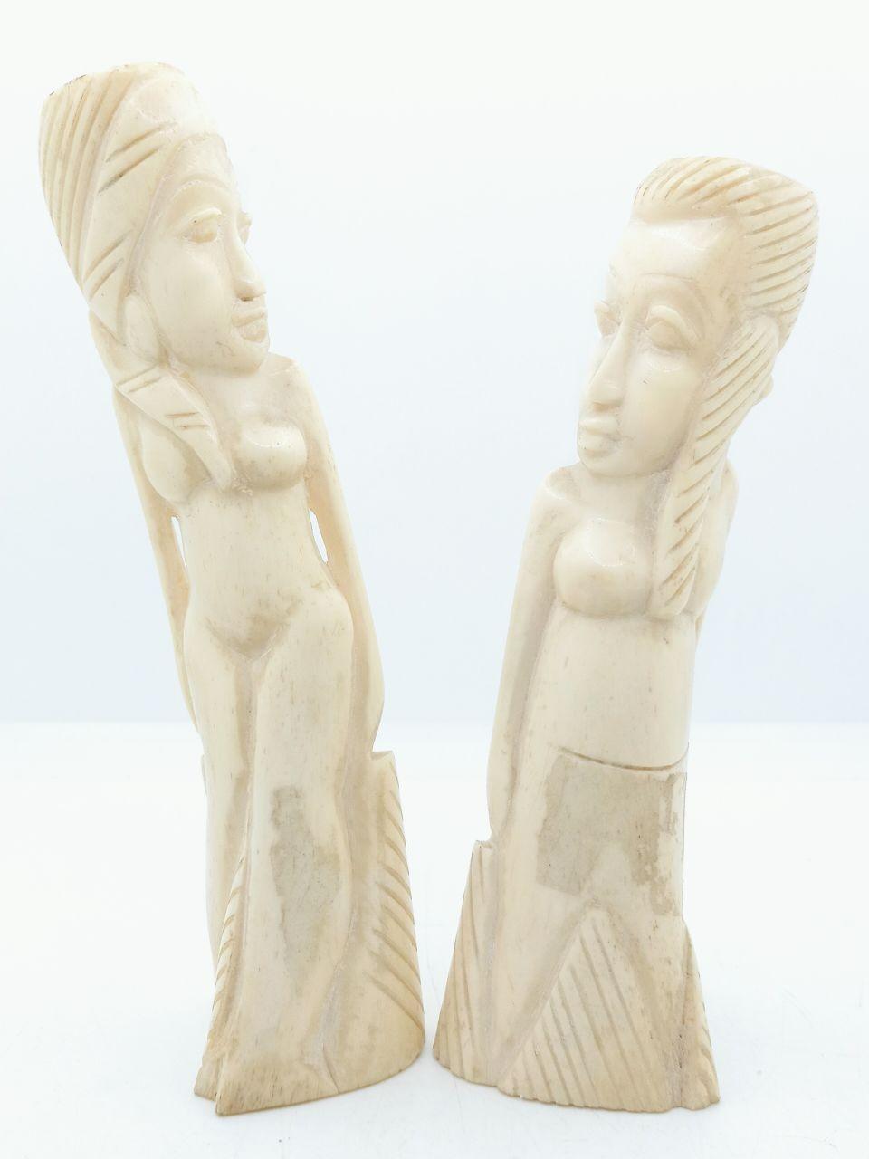 تمثال من عظام الجمل